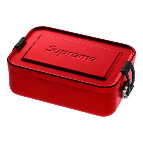 "Supreme®/SIGG™ Small Metal Box Plus - 900 mL aluminum container with polypropylene closure and debossed logo on lid. 6.7"" X 4.6"" X 2.3"""